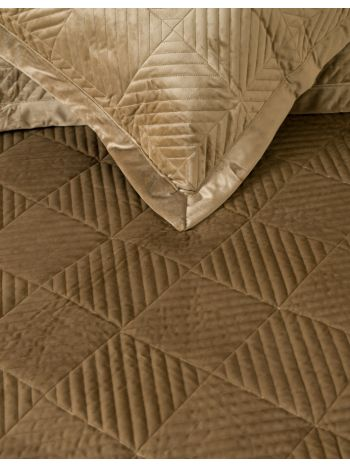 Quilt Luxury Triangle Coffee
